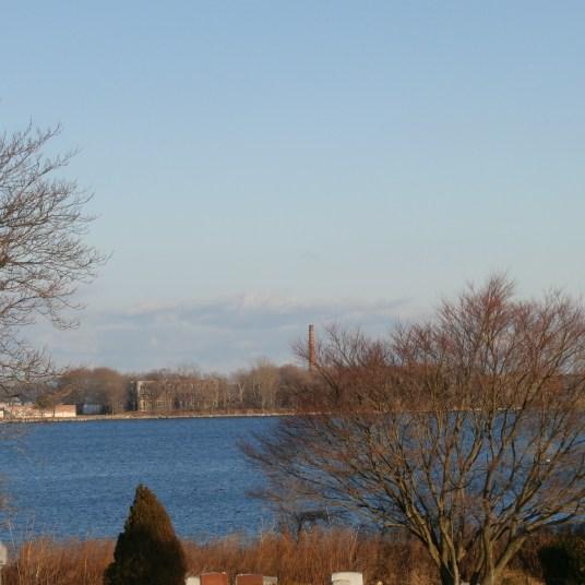 En la lejania se aprecia la costa de Hart Island. Foto tomada desde City Island. (NYdigital)