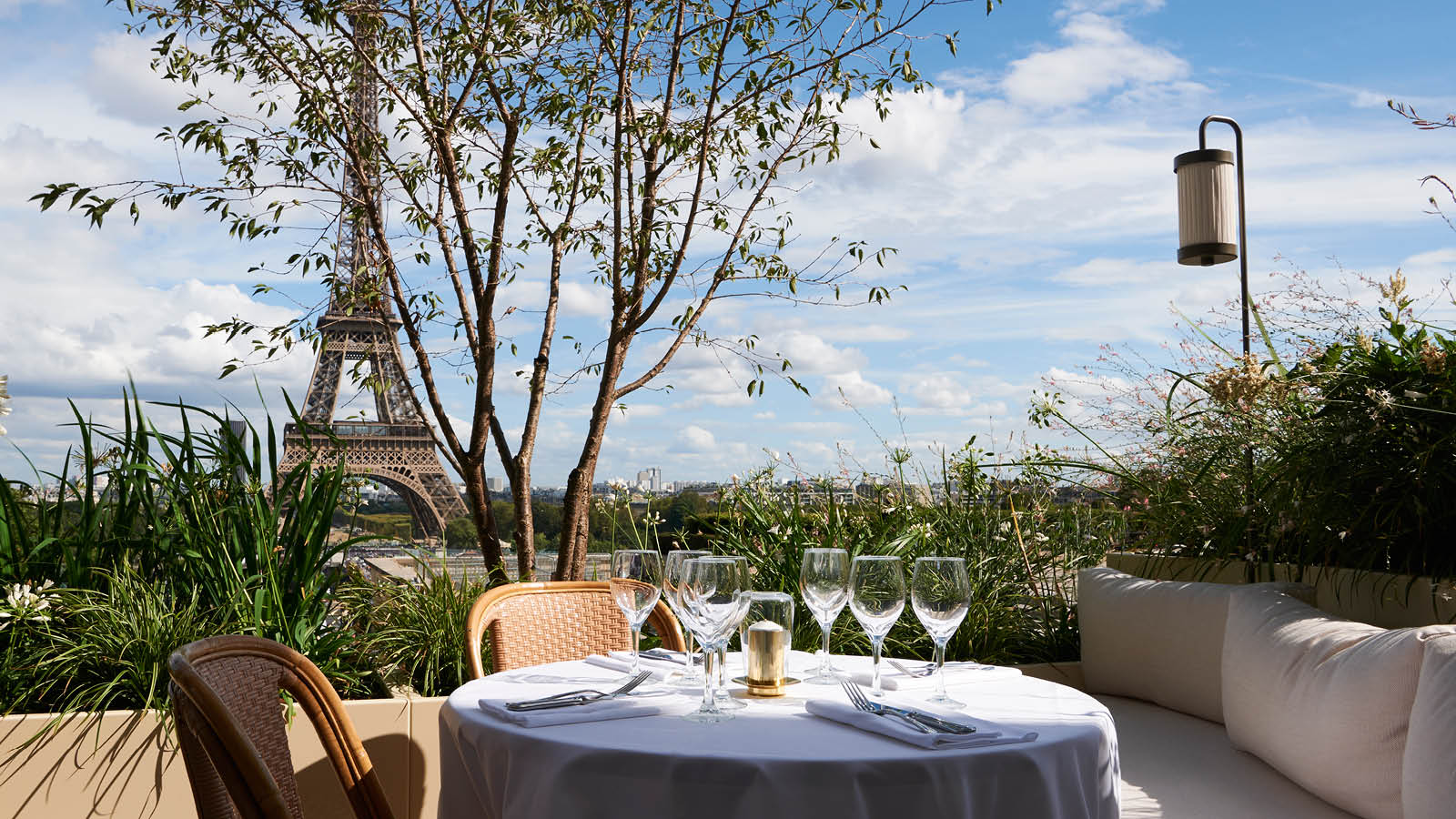 Restaurant Toit Terrasse A Paris 5 Terrasses Pour Profiter De Paris Pendant La Fashion Week