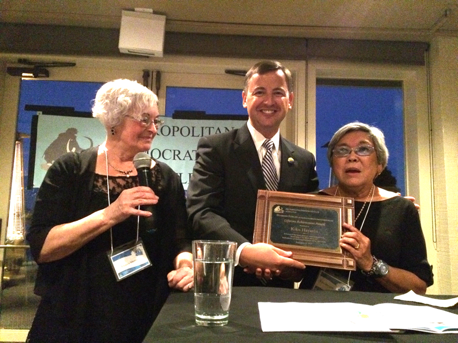 Hayashi (right) accepting the LIfetime Achievement Award on Sept. 18. (Photo by Assunta Ng/NWAW)