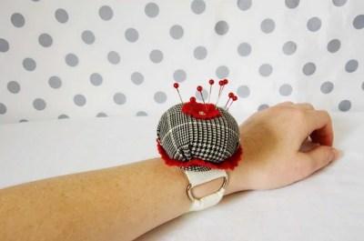 Small Wrist Pincushion - Chic