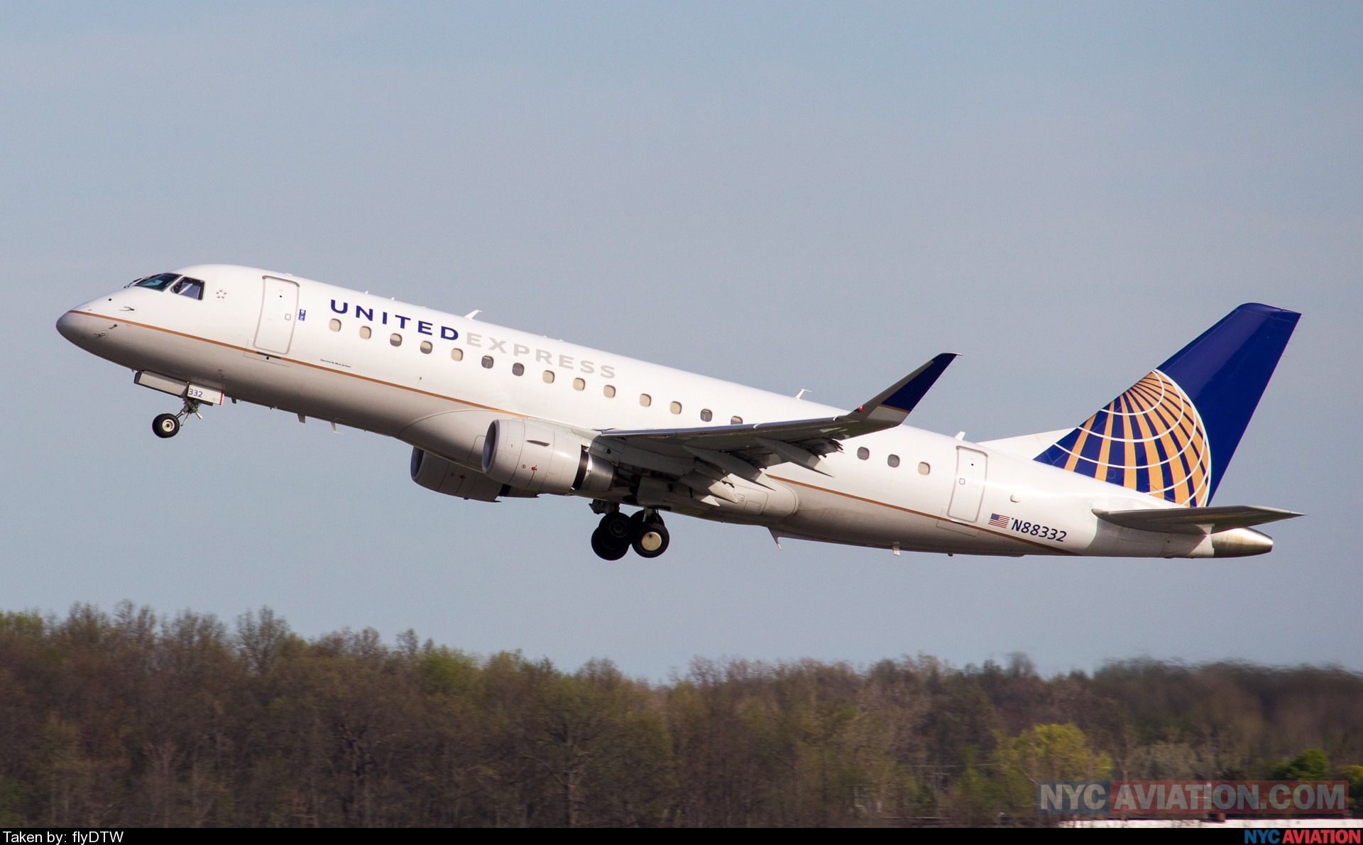 Mesa Airlines Nycaviation Mesa Airlines United Express Embraer E170 75