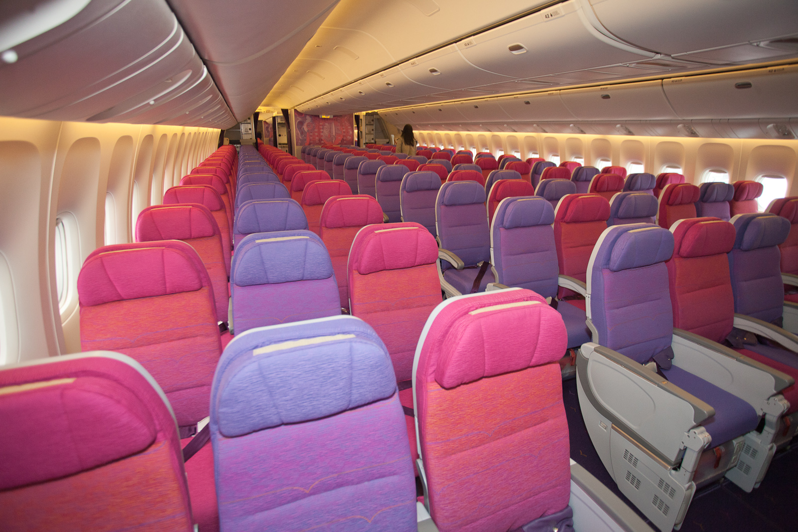 777 Interieur Purple Haze Onboard Thai S Gorgeous New Boeing 777 300ernycaviation