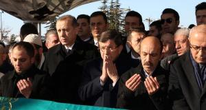 erdogan-ve-davutoglu-hasan-karakayanin-cenazesine-katildi-1-820979