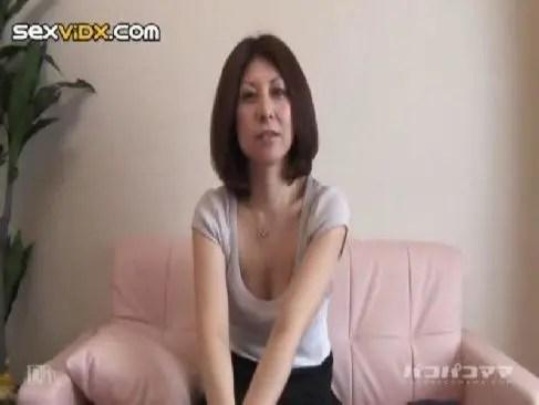 地方在住の普通の素人四十路主婦が中年男の巨根を求めてアダルトビデオに出演するjyukujoおばさん動画裏無料