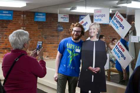 Clinton Campaign Volunteers Flock to Oberlin Office