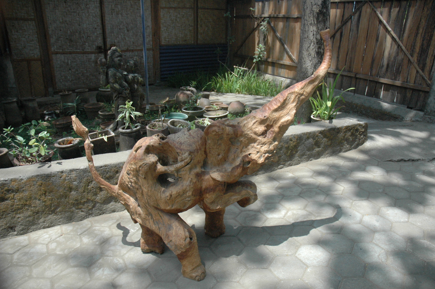 Fabrication Table Basse Palette Sculpture Elephant En Tronc Et Racine D'arbre Teck