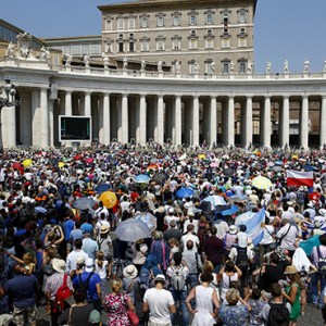 A large crowd is seen as Pope Francis leads the Angelus from the window of his studio overlooking St. Peter's Square at the Vatican Aug. 9. / PHOTO: (CNS photo/Tony Gentile, Reuters)