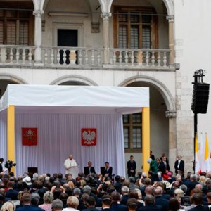 POPE FRANCIS SPEAKS DURING A MEETING WITH POLISH PRESIDENT ANDRZEJ DUDA AND GOVERNMENT AUTHORITIES AND THE DIPLOMATIC CORPS IN THE COURTYARD OF WAWEL ROYAL CASTLE IN KRAKOW, POLAND, JULY 27. / PHOTO: (CNS PHOTO/PAUL HARING)