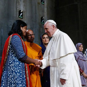 POPE FRANCIS GREETS RELIGIOUS LEADERS DURING A PRAYER SERVICE AT THE GROUND ZERO 9/11 MEMORIAL MUSEUM IN NEW YORK SEPT. 25, 2015. / PHOTO: CATHOLIC NEWS SERVICE
