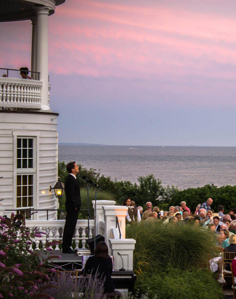 Canapé But Broadway Broadway On The Lawn Ocean House Events