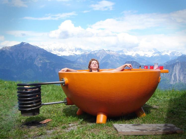 Jacuzzi Extérieur Feu De Bois Wood Burning Hot Tub Uses Fire To Heat Water