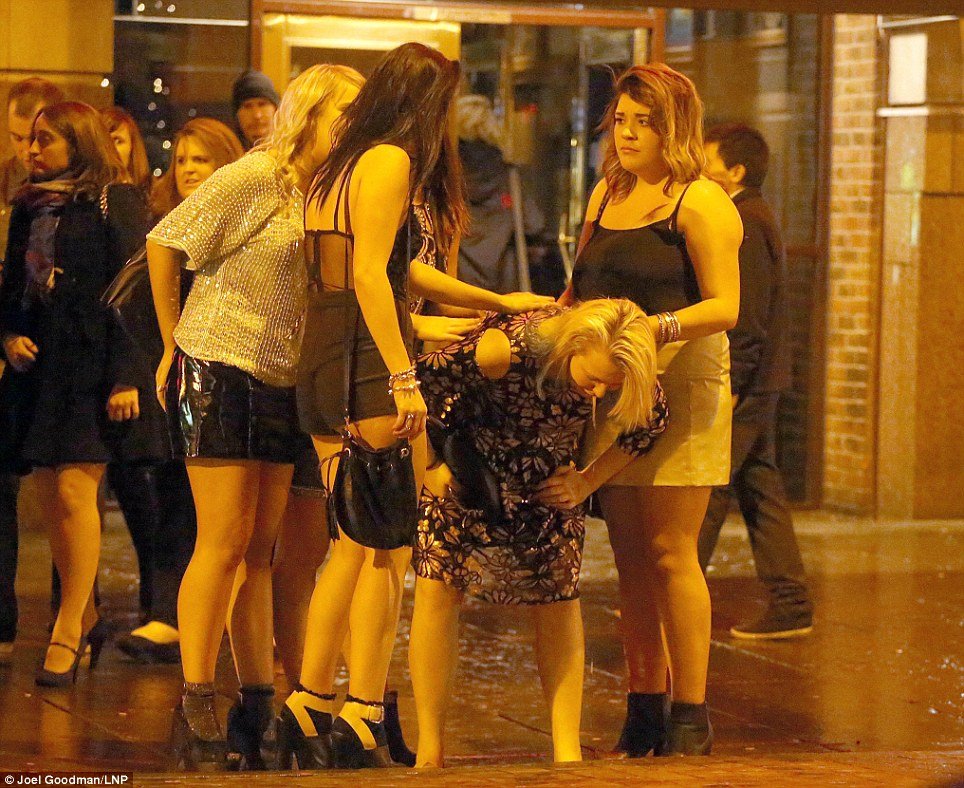 Snow Falling Video Wallpaper Partying And Boozing British New Year S Eve 20 Odd