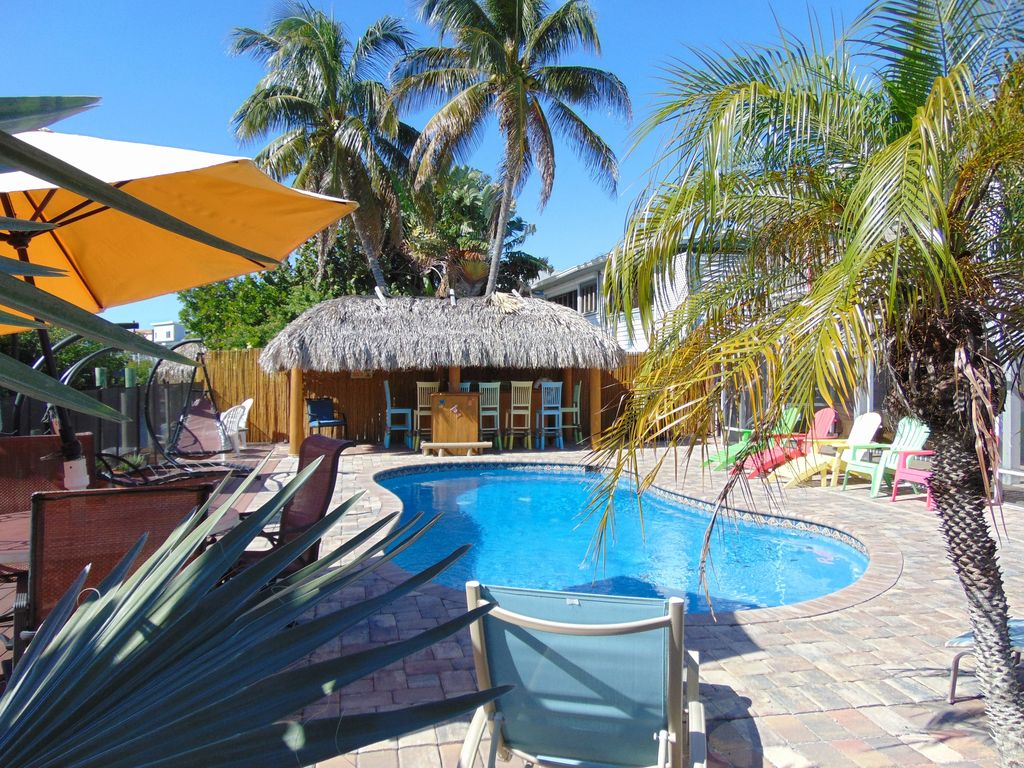 Bar Höhe Amazing Pool Canal Tiki Bar Home Near Times Square And The Beach Ft Myers Beach