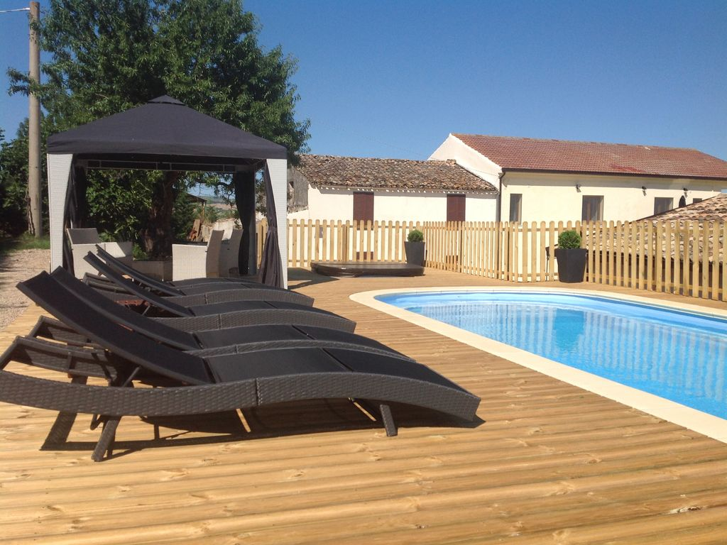 Jacuzzi With Swimming Pool Luxury Farmhouse With Private Swimming Pool Jacuzzi Gym And Stunning Views Penne