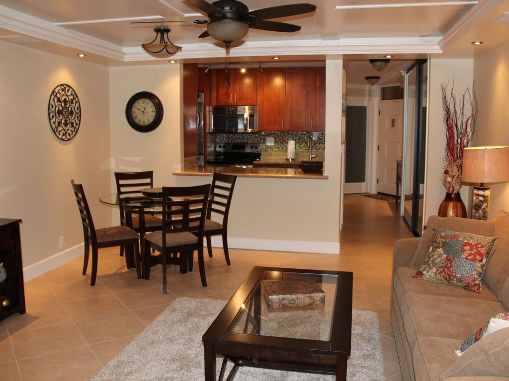 Upscale Ceiling Fan Upscale Remodeled Fully Loaded With Amenities And Just Steps To The Beach Kihei