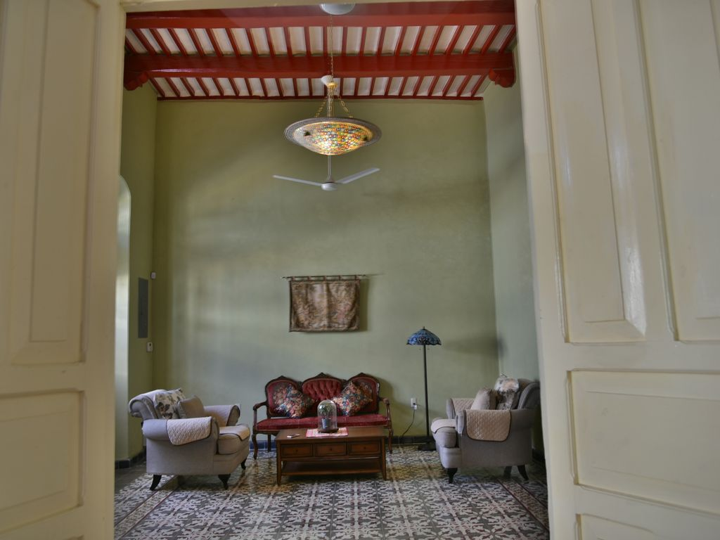 Mapple Meubles Anglais Luxury Comfort Colonial House 200 Yo Restored High Ceiling Pasta Tiles Pool Campeche