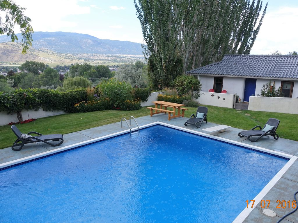Jacuzzi Pool And Spa Kelowna Unique Straw Bale Guest House With Pool And Hot Tub Now
