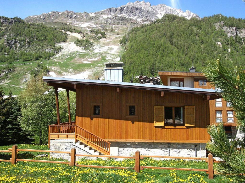 The Farmhouse Val D Isere Rustic 12 Person Chalet With Fireplace In The Heart Of Val D Isere Val D Isère