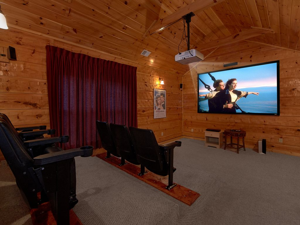 Home Theater Room 5 Bedroom Luxury Cabin With Home Theater Room Pool Table And Air Hockey Gatlinburg