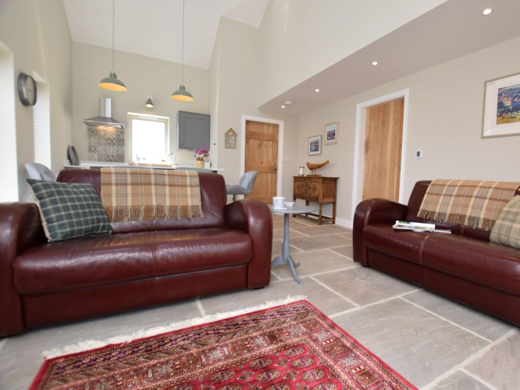Little Couch For Bedroom 2 Bedroom Cottage In Little Ribston 52864 Wetherby
