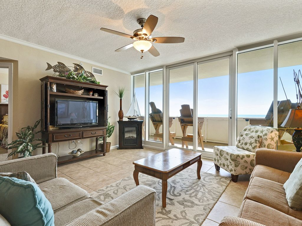 Upscale Ceiling Fan Upscale 3 Bedrooms 3 Baths That Sleeps 9 On The 3rd Floor