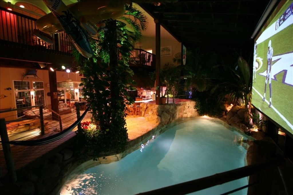 HAWAII Indoors! Swim-up Tiki-Bar 20\u0027 Palms,5 waterfalls,2 Theaters