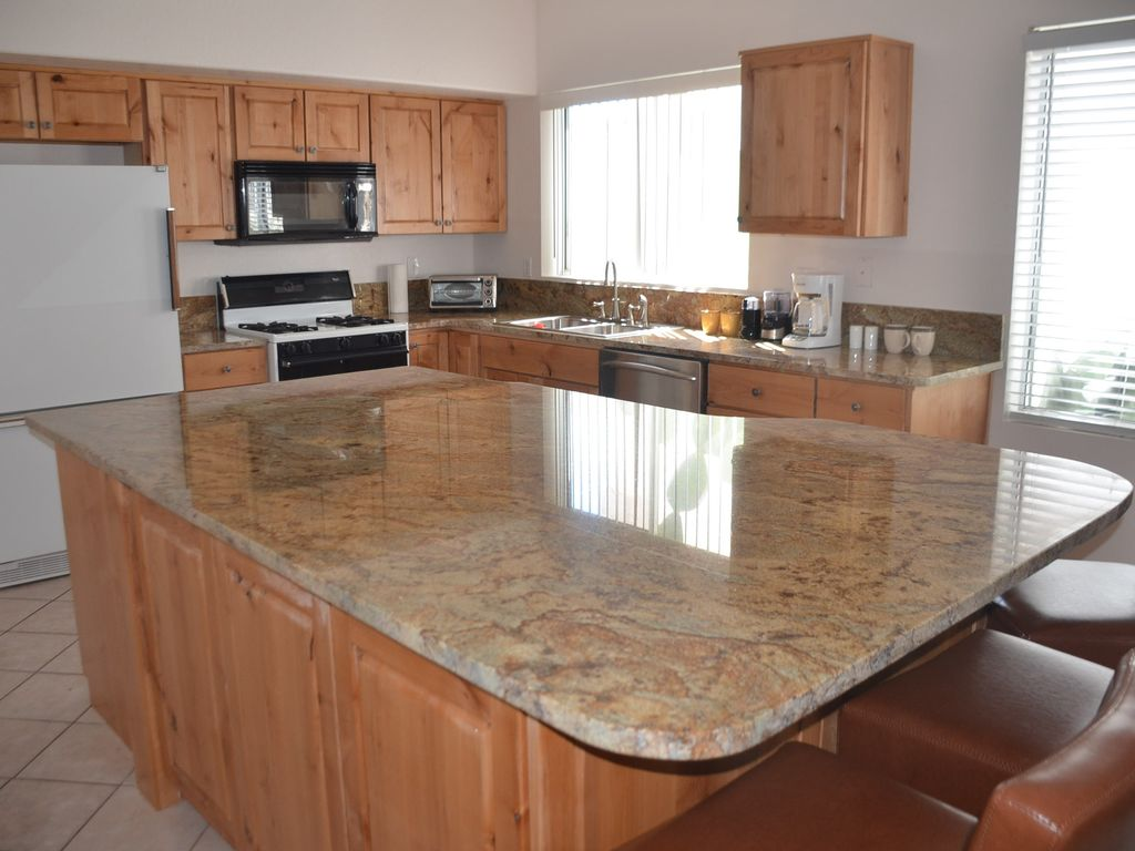 Eat In Island Comfy 3 Br 2 Ba Home Near Sabino Canyon Granite 4x8 Eat In Island