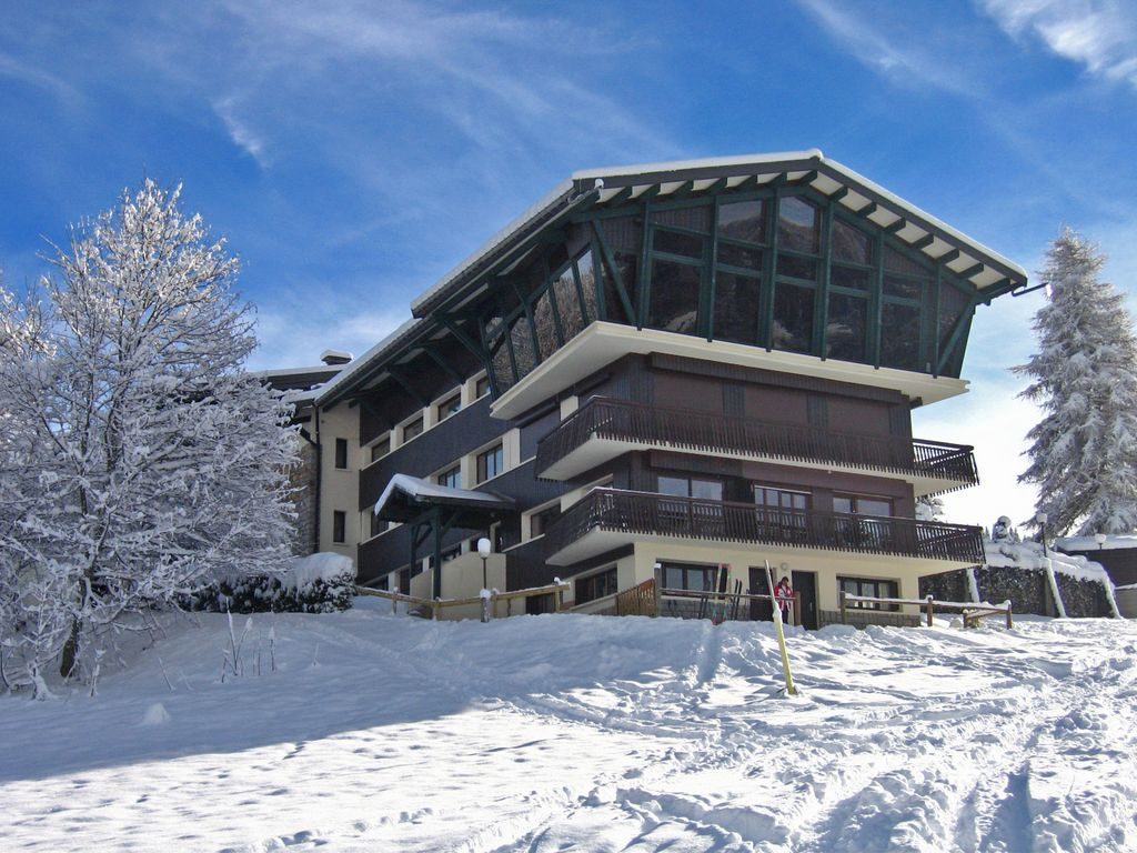 Les Location Self Catering Ski In Ski Out Studio Marg Right On Chavannes Piste In Les Gets Les Gets