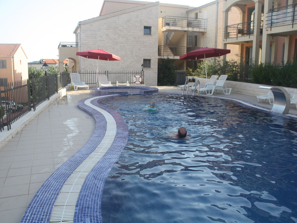 3 Shared Pools 2 Large And 1 Small Jacuzzi Homeaway