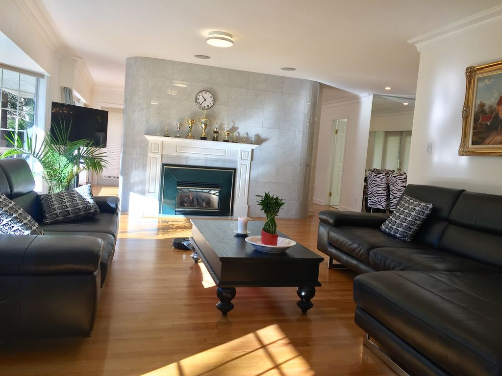 Beautiful House Great Location In West Vancouver West