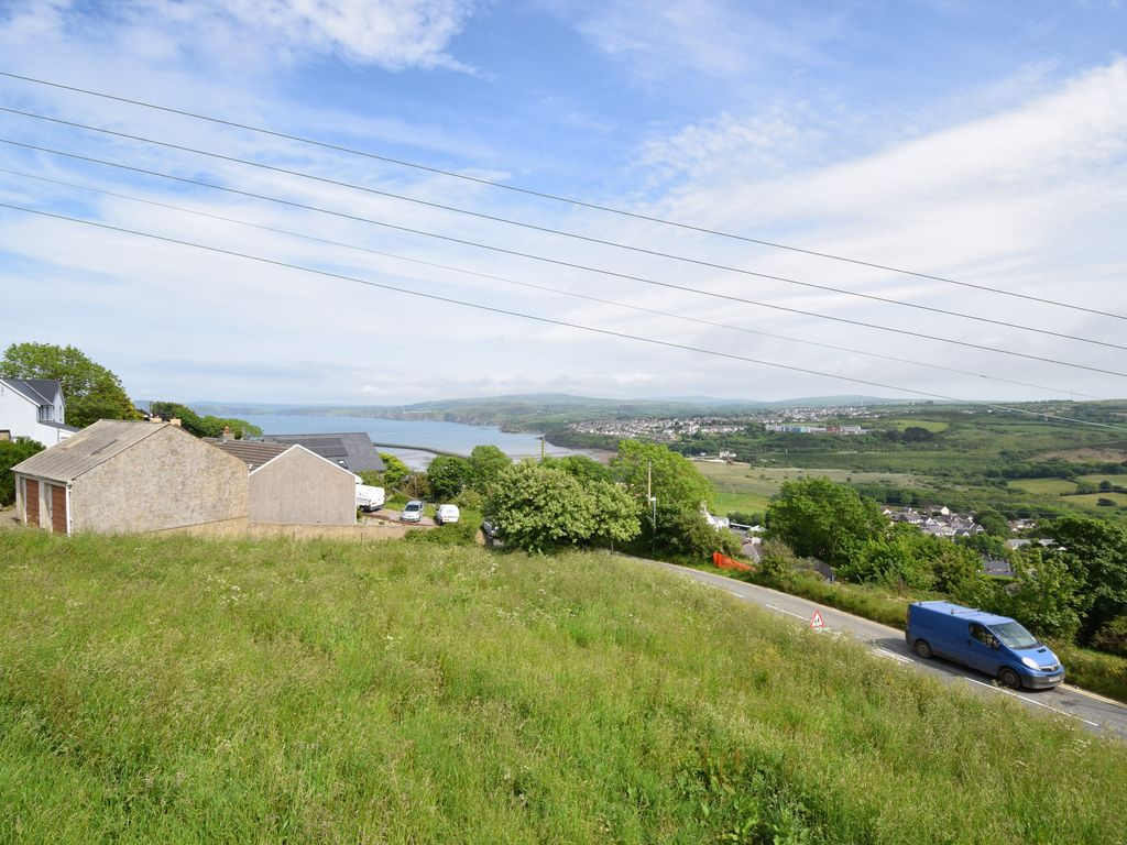 Big Sofa Goodwick Delightful 2 Bedrooms Bungalow Situated At Homeaway