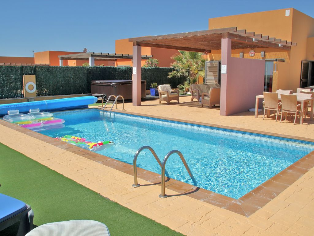 Pool And Jacuzzi Luxurious Modern Detached Villa Heated Pool And Jacuzzi Vrbo