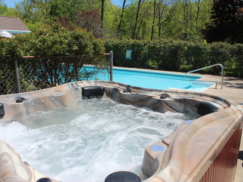 Jacuzzi Pool In Ground Private House Inground Pool W Hot Tub Game Room 5 Mins To Shawnee Mount East Stroudsburg
