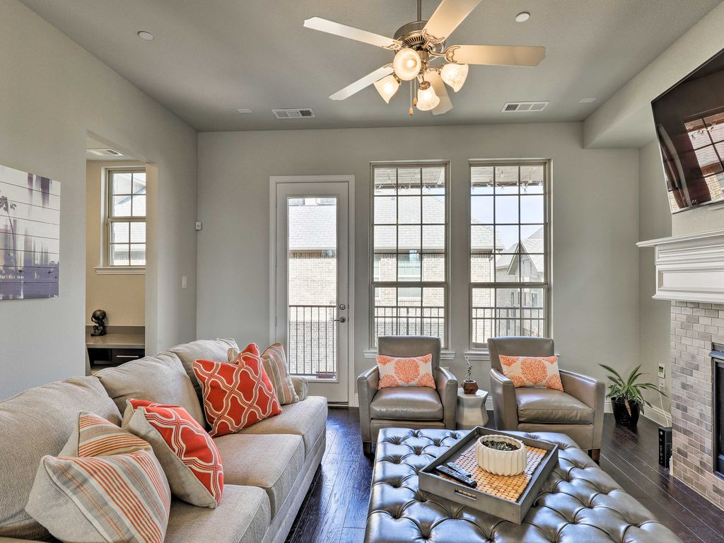 Upscale Ceiling Fan New Upscale Irving Townhome Mins To Airport Vrbo