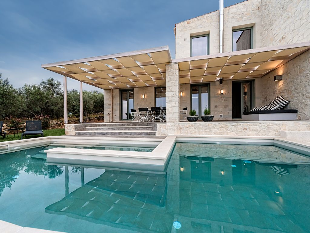 Luxury Villas The Best Selling Villa In Crete Island With More Than 200 Nights Booked In 2018 Platanias