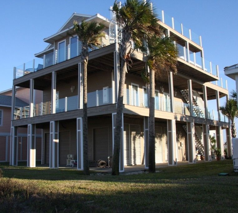 LUXURY BEACH LIVING W/ 3 MASTER SUITES, WRAPAROUND