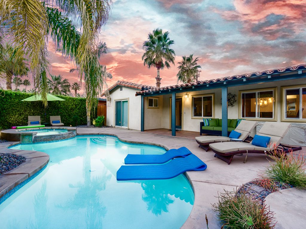 Jacuzzi In The Pool 2br 2ba Pool Jacuzzi In The Front In Palm Springs Warm Sands Area Warm Sands