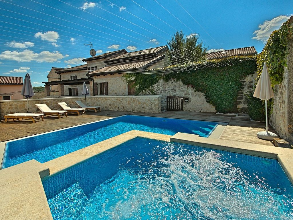Jacuzzi In The Pool Luxury House With Private Pool And Jacuzzi In The Center Of Vižinada And At 17km From The Beach Vižinada