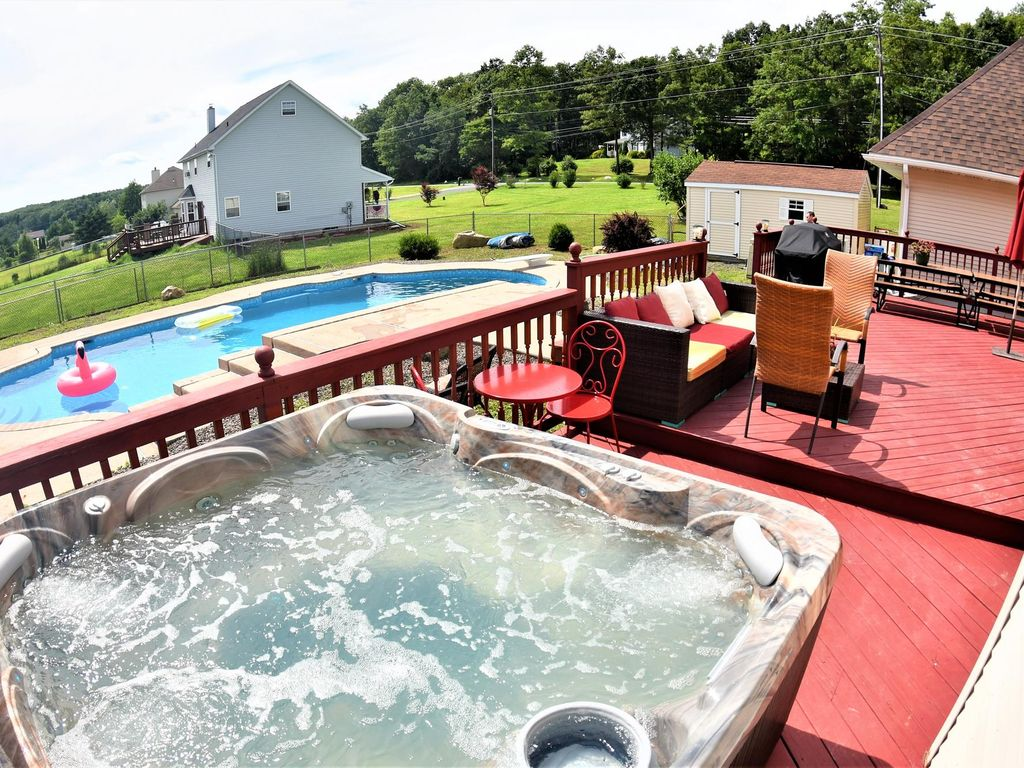 Jacuzzi Pool In Ground St Very Spacious Hot Tub In Ground Swimming Pool Game Room Effort