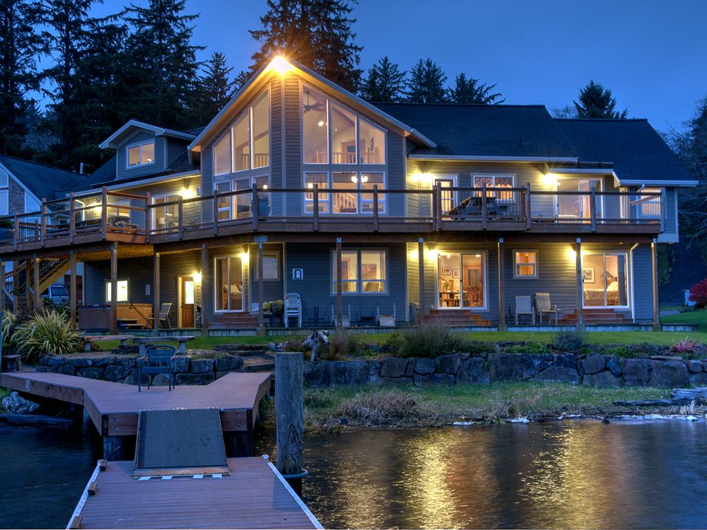 Vrbo Lucy S Lagoon Beautiful Devils Lake Front Home Sleeps 16 City Restriction Lincoln City