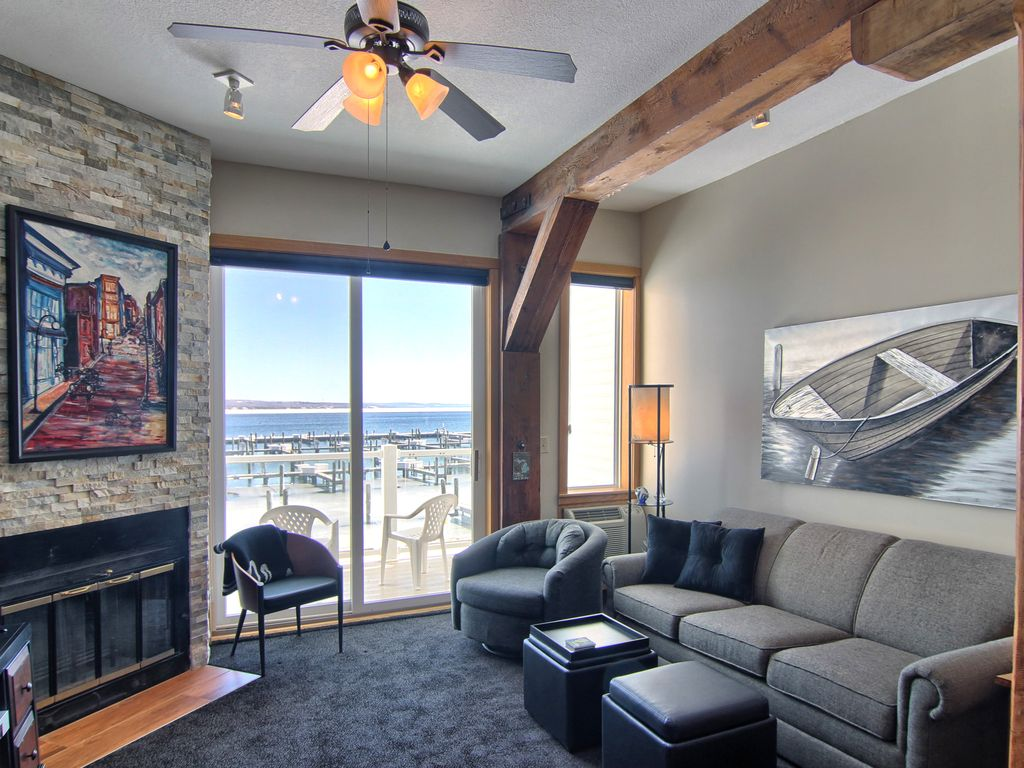 Boat Ceiling Fan Foster Boat Works Beautiful One Bedroom Unit Newly Remodeled Charlevoix