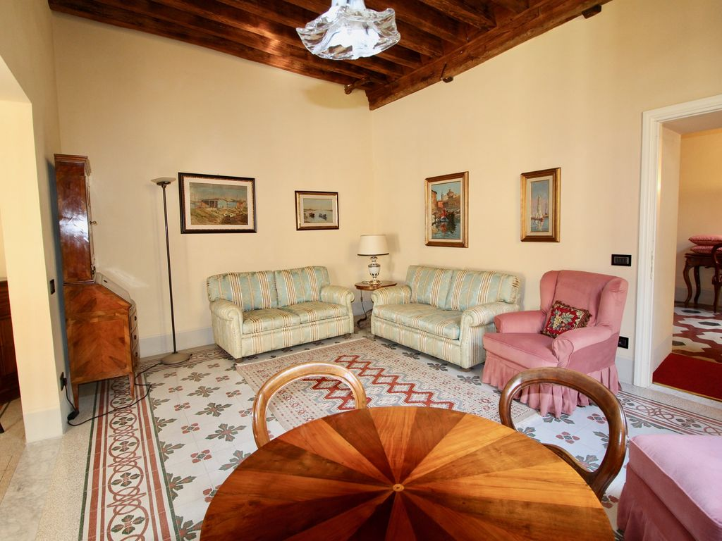 Antike Sofas Contemporary Casa Giustina In The Heart Of Lucca Homeaway