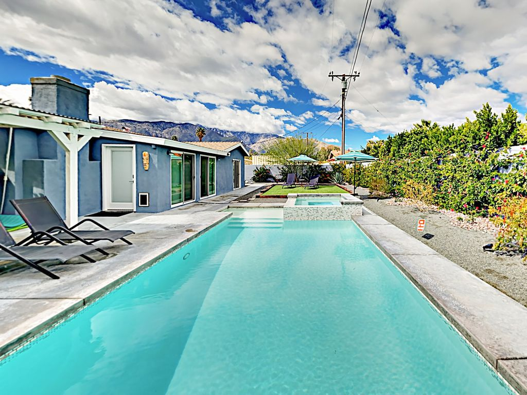 Jacuzzi In The Pool 4br 3ba Pool Jacuzzi In Northwest Palm Springs Firepit Bbq Putting Green Racquet Club South