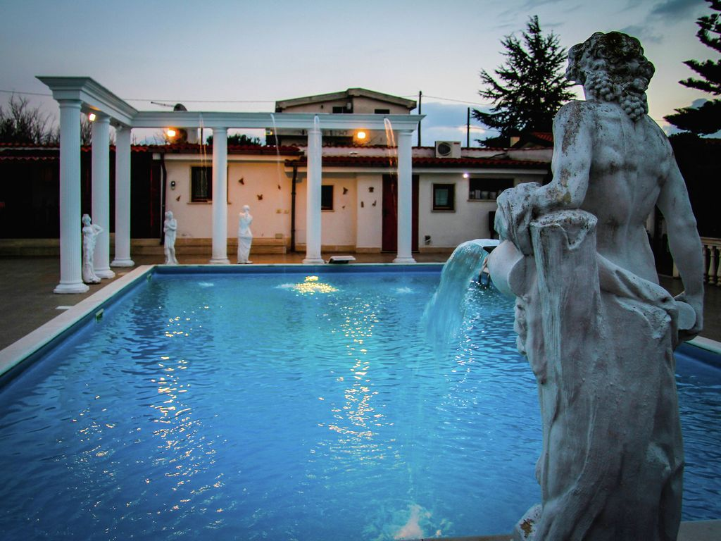 Jacuzzi In The Pool Spacious Villa With Pool And Jacuzzi In The Countryside Of Anzio Anzio