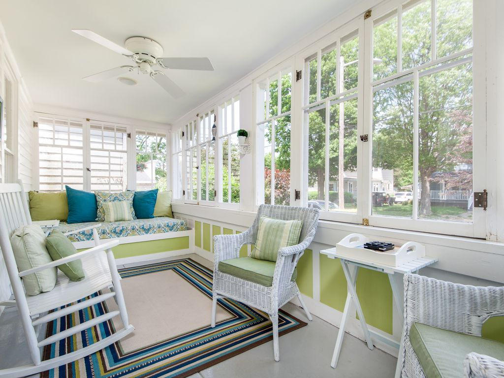 Sun Porch Weekly Discounts At Cozy Cottage W Sun Porch 2 Blocks To Kids Corner South Beach South Haven