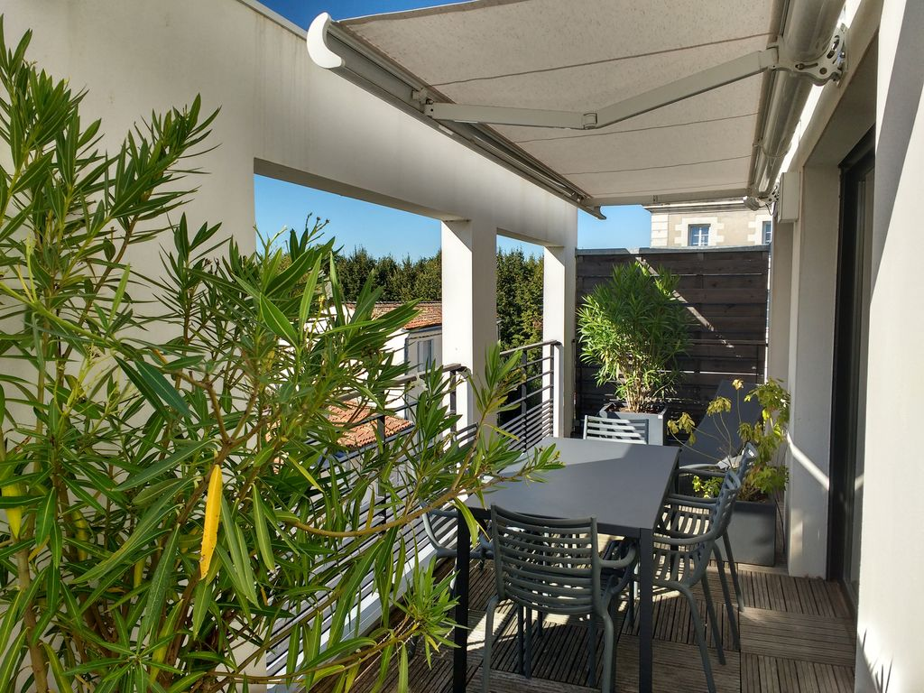 Terrase En Ville Grand Appartement Terrasse Et Parking Centre Ville La Rochelle