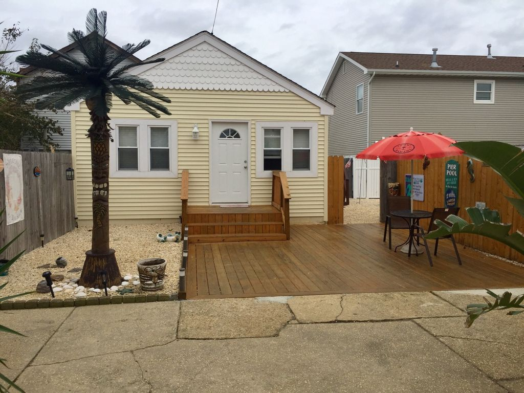 Backyard Shower 2 Bedroom 1 Full Bathroom Private Fenced In Backyard Outdoor Shower Parking Seaside Heights