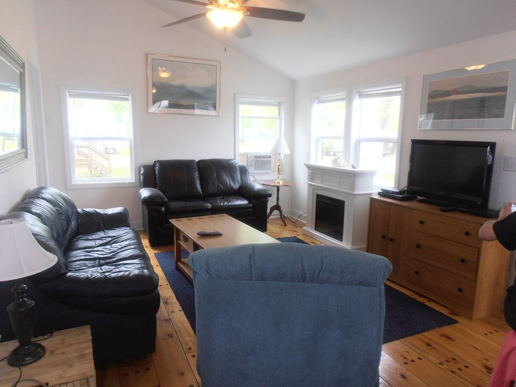 Tastefully Renovated Colchester Point Cottage With Clean