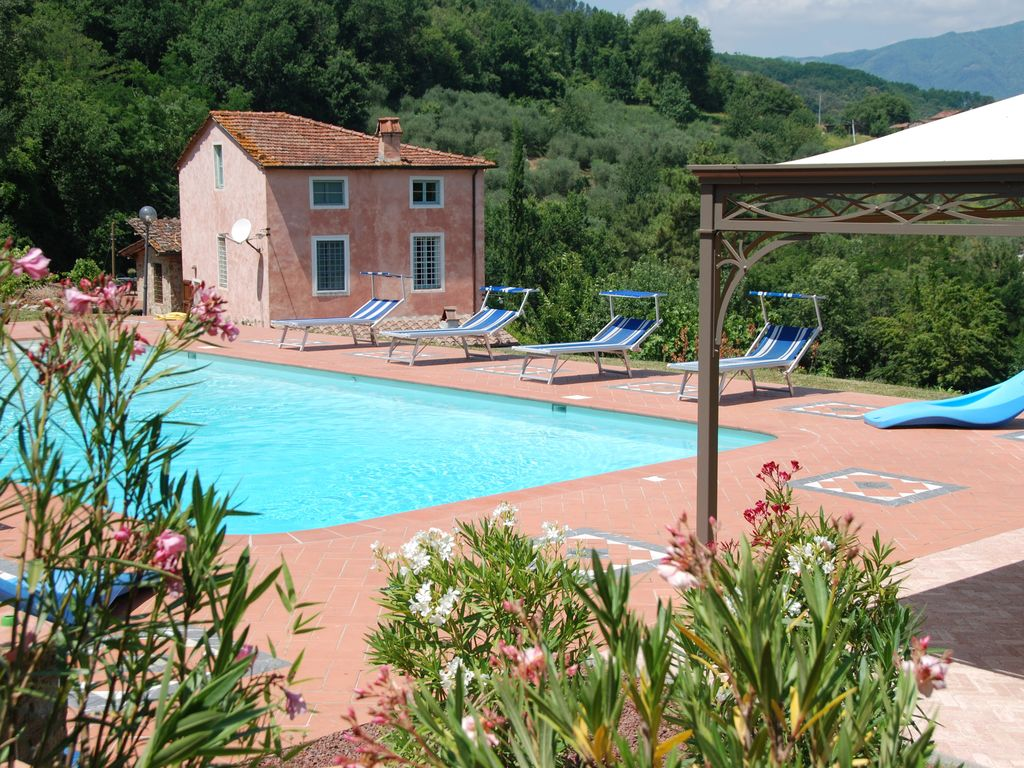 4 Gang Zwembad Tranquil Property In Lucca Hills With Huge Pool And Stunning Mountain Views Lucca