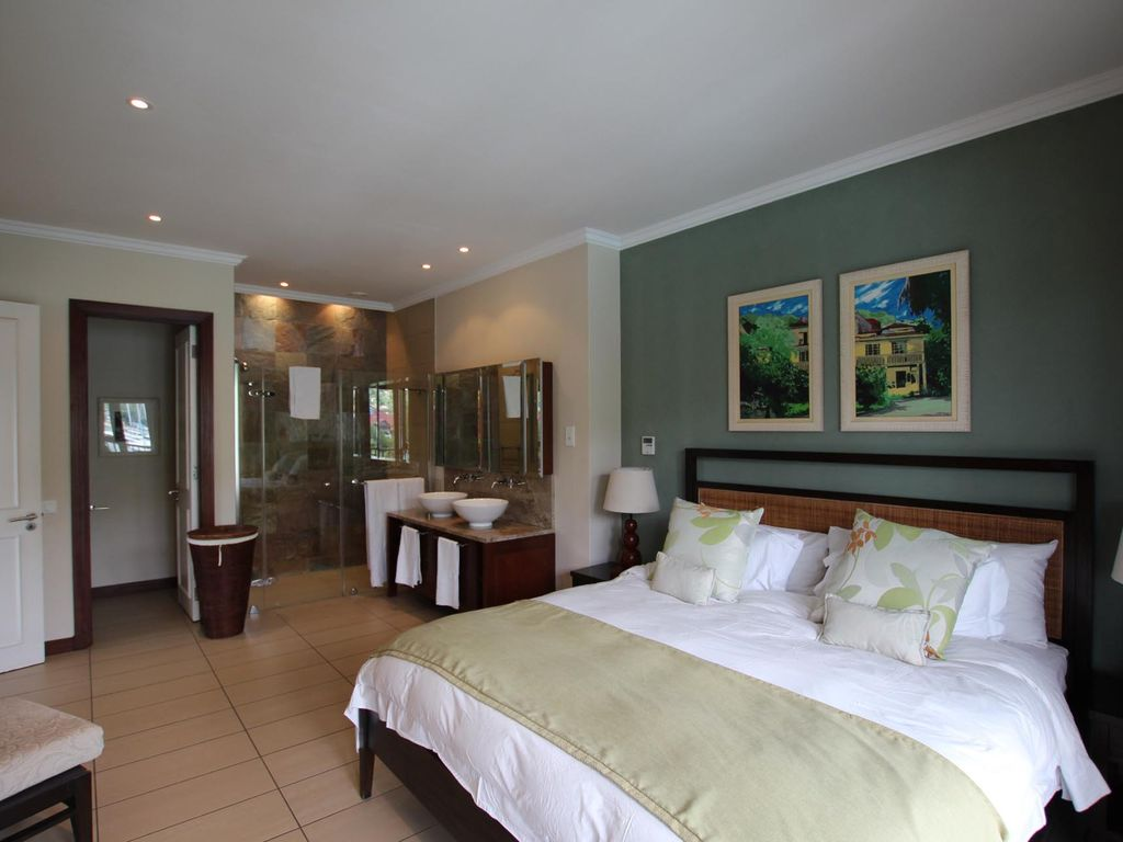 Bedroom Ceiling Height Spacious 3 Bedroom En Suite Apartment Large Balcony And